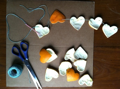 Love the cheery sweet smell of citrus? Click through to get a FREE Wonder Wednesday citrus garland making activity!